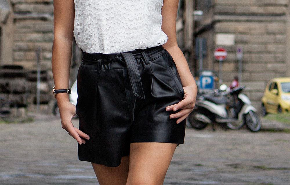 pantaloni corti pelle