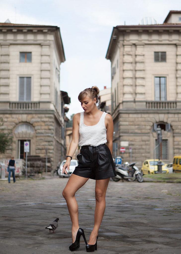 Una Un In Per Con A Firenze Passeggiata Pantaloni Pelle Corti Outfit xqrAq7UC