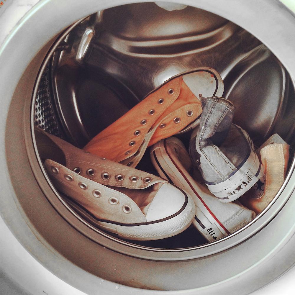 come lavare le scarpe in lavatrice: le 5 regole d'oro!