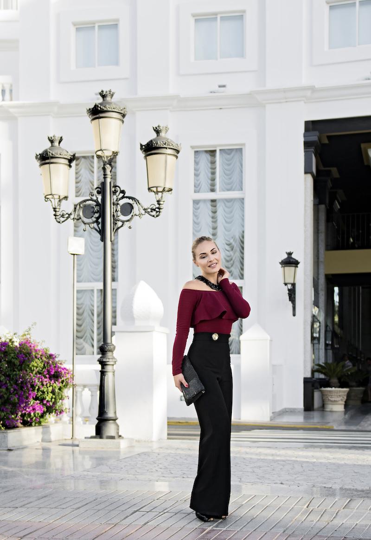 look elegante pantaloni a palazzo