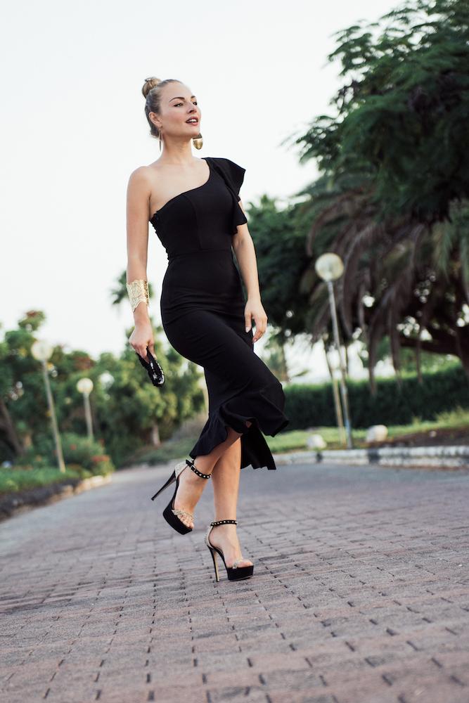 vestito nero ragazza